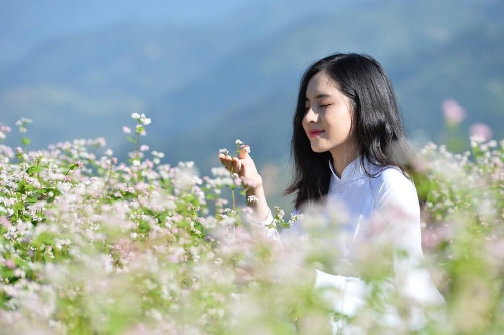 Chụp ảnh chân dung với hoa