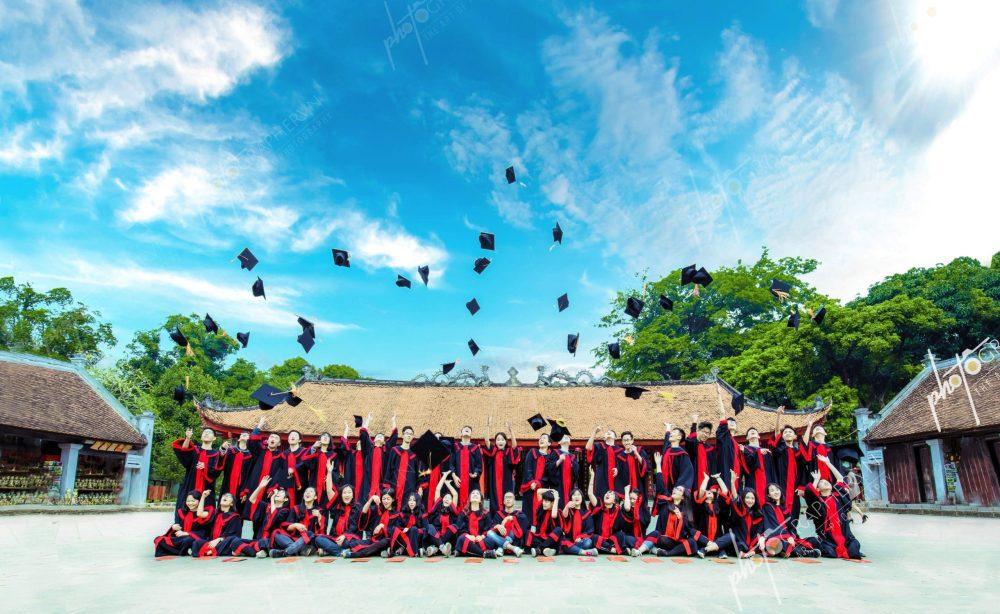 Chụp hình lễ tốt nghiệp